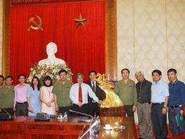 Lễ trao tặng Đại tướng Trần Đại Quang pho tượng Thánh Gióng