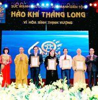 """Trang trọng lễ trao tặng tượng Vàng Thánh Gióng chương trình """"Hào khí Thăng Long – Vì hòa bình thịnh vượng"""""""