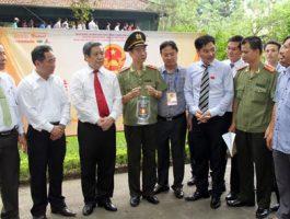 VINH QUANG VIỆT NAM 2015:Lễ xin lửa từ Khu di tích Chủ tịch Hồ Chí Minh